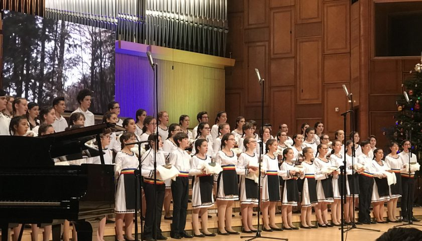 """""""100… de sărbători"""" – concertul Corului de copii Radio a ridicat sala în picioare"""