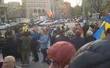 Două-trei sute de persoane au cerut demisia guvernului. Grupuri protestatare la București, Timișoara, Cluj-Napoca și Iași