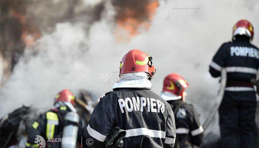 Trei ambulanţe de la Staţia Târgu Neamţ au fost afectate de un incendiu