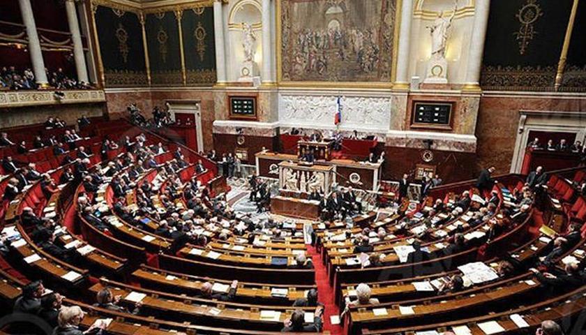 Parlamentul francez adoptă legea privind starea de urgenţă sanitară