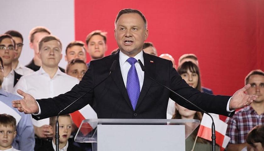 Polonia: Conservatorul Andrzej Duda câştigă un nou mandat de preşedinte